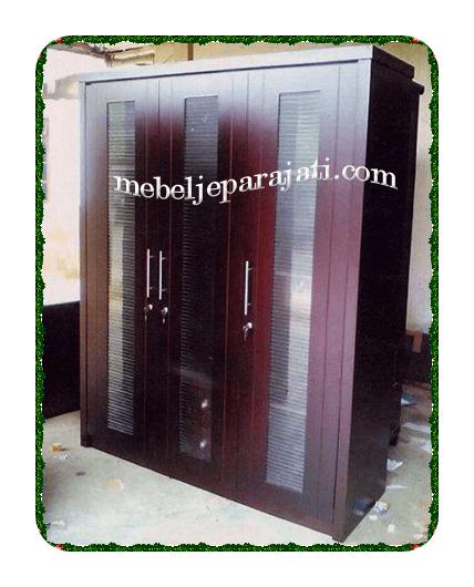 mebellemari-pakaian-3-pintu-kayu-jati-minimalisjepara